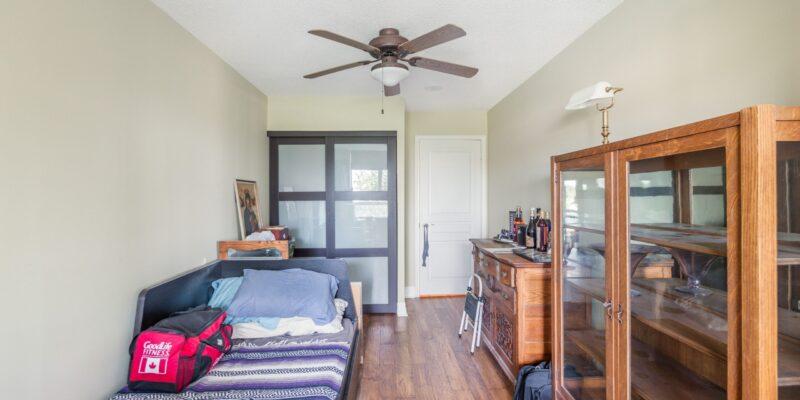 Second bedroom / den